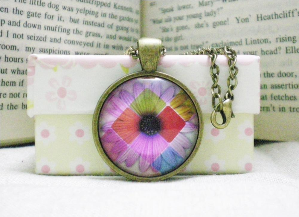 Cabochon Necklace, Daisy, Glass Image Pendant Necklace Handmade